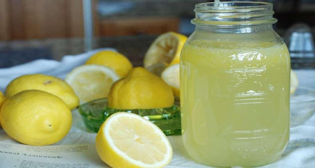 Lo que pasa si tomas agua de limón