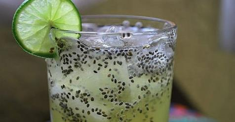 Agua de chía y limón para eliminar la grasa